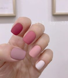 30 Excellent Spring Nails You Must Try In 2020 I have collected 30 manicures that are very suitable for spring. They are mainly pink, purple, blue and yellow. These light colors are very Stylish Nails, Trendy Nails, Cute Nails, Dipped Nails, Minimalist Nails, Best Acrylic Nails, Dream Nails, Spring Nails, Nails Inspiration