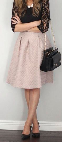 Vila quilted a line midi skirt pink skirt, full skirt, how to wear skirts, blush outfit ideas, outfit inspiration Midi Skirt Outfit, Dress Skirt, Dress Up, A Line Skirt Outfits, Nude Skirt, Midi Skirts, Work Fashion, Modest Fashion, Street Fashion