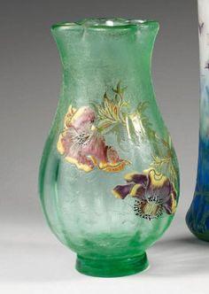 """Émile GALLÉ (1846-1904), Vase balustre sur talon à col quadrilobé à chaud. Epreuve en verre vert pâle. Décor d'anémones en camée dégagé à l'acide, rehaussé d'émaux polychrome et d'or sur fond granité. Signé """"Gallé Déposé G.G."""""""