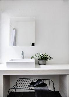 Aesence | Bathroom | Simplicity & Minimalism