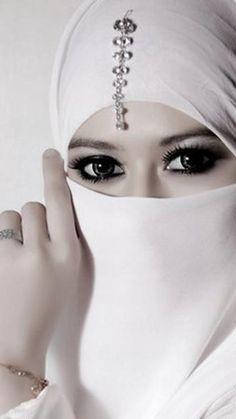 Lovely white hijab for a Muslim wedding #whitewedding #muslimwedding