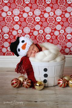 Snowman hat. Newborn baby photo prop snowman hat. Snowman beanie. Christmas photo prop snowman hat. @Anna Faunce Chapman - can u ask mamaw about making one of these or better yet... two. One smaller and one a little bigger?