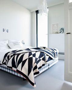 great black + white bedding // white walls