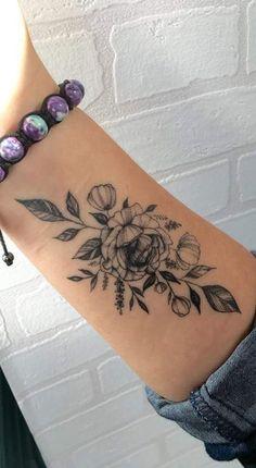 wrist tattoos small * wrist tattoos for women . wrist tattoos for women with meaning . wrist tattoos for women small . wrist tattoos for women bracelet . wrist tattoos for women cover up . Tatoo Floral, Delicate Flower Tattoo, Flower Wrist Tattoos, Wrist Tattoos For Guys, Small Wrist Tattoos, Flower Tattoo Designs, Tattoo Ideas Flower, Forearm Tattoos For Women, Tattoo Women