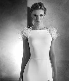 NAOMI - Mermaid wedding dress in crepe and organza with bateau neckline…