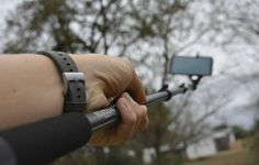 Olhar Digital: Pau de selfie pode ser usado para levar vírus ao smartphone