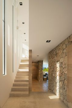 Jaw-Dropping Unique Ideas: Minimalist Home Interior White minimalist bedroom color hanging lights.Rustic Minimalist Home Interiors chic minimalist bedroom gray.Rustic Minimalist Home Interiors. Minimalist Home Decor, Minimalist Interior, Minimalist Bedroom, Minimalist House, Minimalist Kitchen, Modern Minimalist, Planer Layout, Interior Minimalista, Stone Houses