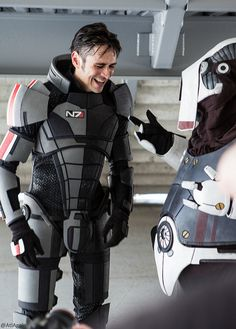 Mark Meer (voice of Commander Shepard) and a Volus cosplayer!