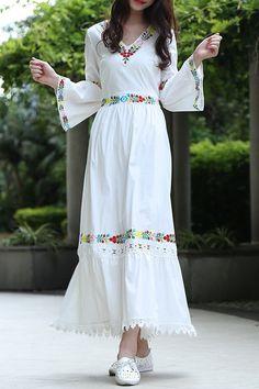 V Neck Flower Embaroidery Maxi Dress V-Ausschnitt Blume Embaroidery Maxi-Kleid Stylish Dresses, Cute Dresses, Beautiful Dresses, White Maxi Dresses, White Dress, Hijab Fashion, Fashion Dresses, Modele Hijab, Mode Simple