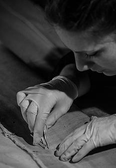 #Restauro: eccomi alle prese con un dipinto su tela del #castellomanservisi , a Castelluccio di #PorrettaTerme Foto di Aniceto Antilopi, 2015