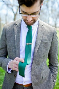 grey and green groom idea http://deisyphoto.com/blog/category/wedding