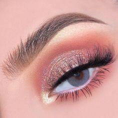 Gold Eyeliner, Gold Eye Makeup, Pink Makeup, Cute Makeup, Pretty Makeup, Eyeshadow Makeup, Rose Gold Eyeshadow Look, Sweet 16 Makeup, Rose Gold Makeup Looks