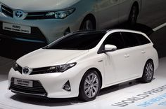 One model among hybrid vehicles is known to all of us 2015 Toyota Auris Hybrid, which will present with all its capabilities and features. Toyota Auris, Station Wagon, My Dream Car, Dream Cars, Best Hybrid Cars, E Mobility, Latest Cars, Sport Cars, Luxury Cars