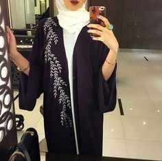 Find images and videos about hijab, hijab fashion and abaya on We Heart It - the app to get lost in what you love. Burqa Fashion, Muslim Women Fashion, Modest Fashion, Fashion Dresses, Abaya Designs, Hijab Outfit, Abaya Pattern, Modern Abaya, Hijab Stile