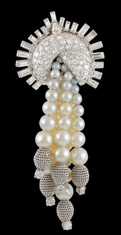 Circa Gold and platinum David Webb Pearl & Diamond Tassle Pin. I like the idea of this but would like to see an updated version. Pearl Jewelry, Diamond Jewelry, Gemstone Jewelry, Fine Jewelry, Jewellery, David Webb, Vintage Brooches, Vintage Jewelry, Deco Retro