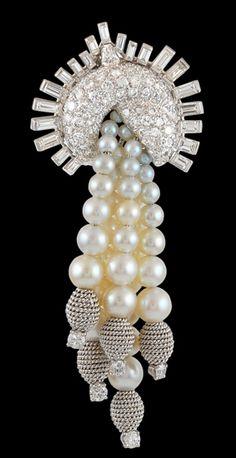 DAVID WEBB Pearl & Diamond Tassle Pin ♥✤