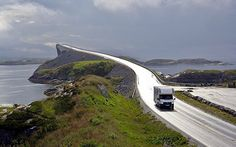 A caravan on the Atlantic Road. Noorwegen.