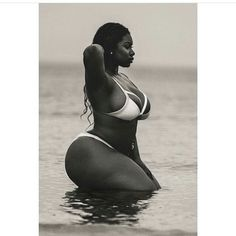 My jaw dropped when I saw this picture ... she is breath taking❤️ #blackisbeautiful #body #curvesfordays