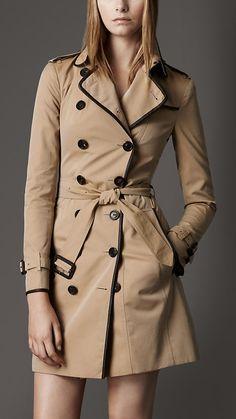 Trench coat largo en algodón de gabardina con ribete en cuero   Burberry.
