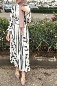 IG: _sarahhesham Source by dresses hijab Modern Hijab Fashion, Street Hijab Fashion, Hijab Fashion Inspiration, Islamic Fashion, Abaya Fashion, Muslim Fashion, Modest Fashion, Fashion Outfits, Hijab Fashion Summer