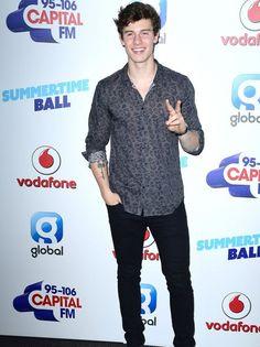 """Shawn Mendes es uno de mis favoritos a la hora de vestirse, fiel a su estilo y sus infaltables jeans negros. Definiría su estilo como """"senci..."""