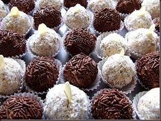 Trufe de ciocolata detaliu Truffles, Biscuits, Deserts, Muffin, Dessert Recipes, Candy, Cookies, Breakfast, Cakepops
