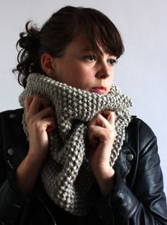 "Snood (tuto facile) - Love the ""knubby"" look"