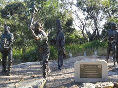 The Convict Road Builders of Australia Memorial, in Katoomba NSW by Terrance Plowright, 2007. Plowright is a sculptor based in the Blue Mountains with a successful sculpture studio that has produced a number of public commissions.