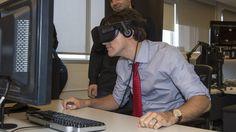 Justin Trudeau a fait l'expérience de la réalité virtuelle à l'occasion d'une visite dans les locaux d'Ubisoft Montréal.