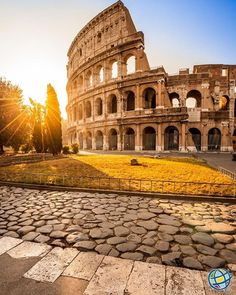 The thing I love about Italy more than the ancient ruins of Pompeii and the majestic views of the Amalfi Coast is the beautiful souls I met along the way Rome In A Day, Day Trips From Rome, Dubrovnik, Rome Travel, Italy Travel, Santorini, Versailles, Week End Romantique, Costa