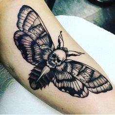 Bildergebnis für simple skull moth tattoo Source by theawesomedaily Hand Tattoos, Skull Tattoos, Body Art Tattoos, Sleeve Tattoos, Tattoo Tod, Alas Tattoo, Unusual Tattoo, Unique Tattoos, Tattoo Ideas