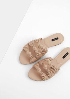 Sandalia plana nudos