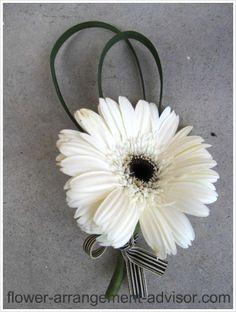 White daisy for guys  Google Image Result for http://www.flower-arrangement-advisor.com/images/black_and_white_boutonniere.jpg