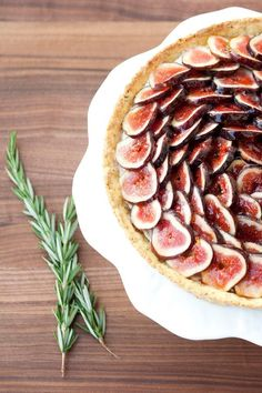 fresh fig tart with rosemary cornmeal crust and lemon mascarpone cream / a thousand threads