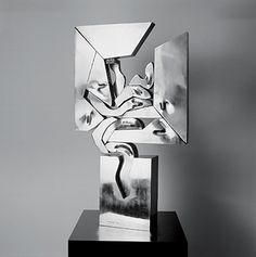 Nicolas Vlavianos: Sem título, 1980. Aço inox soldado e polido, 114 x 65 x 30 cm. Col. Banco de la Provincia de Buenos Aires, São Paulo.