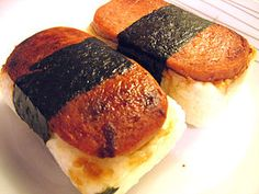 """Spam Musubi – One of the Most Popular Hawaiian Dishes. Yea so what even """"Low Sodium"""" is 12 servings of salt. SPAM is king of the can. This looks like it could be interesting. I need to make it for the brother in-law some time. Hawaiian Spam Recipes, Hawaiian Dishes, Hawaiian Luau, Spam Musubi, Yummy Treats, Yummy Food, Yummy Yummy, Canned Meat, Hot Dog Buns"""