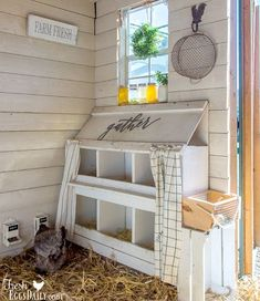 Chicken Coop - 3 Tips for a Clean Chicken Coop Keeping your chicken coop clean isnt hard with these easy tips. Building a chicken coop does not have to be tricky nor does it have to set you back a ton of scratch. Chicken Coop Designs, Chicken Coop Decor, Chicken Coup, Best Chicken Coop, Backyard Chicken Coops, Chicken Coop Plans, Building A Chicken Coop, Chickens Backyard, Cute Chicken Coops