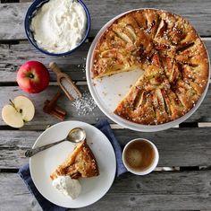 MORMORS EPLEKAKE V. 2.0 Allrecipes, Sweet Recipes, Camembert Cheese, Sweet Treats, Curry, Food And Drink, Pork, Sweets, Baking