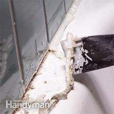 How to Remove Caulk From Tub