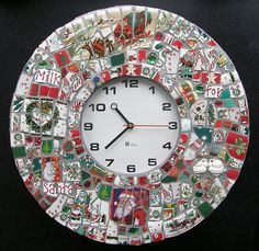 Make a Mosaic Clock out of Christmas Dishes. What a great idea for a christmas decoration, gift or tradition to make with your kids. Christmas Mosaics, Christmas Dishes, Christmas Love, Christmas Crafts, Christmas Ideas, Tile Art, Mosaic Art, Mosaic Glass, Stained Glass