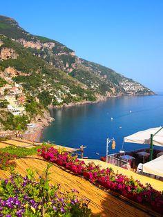 Positano, Italy Muy hermosa, con sus casas bien armónicas en la montaña.