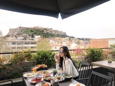 Amazing view from Hotel! #viewfromterrace #athens #downtown #acropolis #breakfasttime #sunshine #sunglassesready #lovelymorning