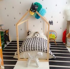 chambre de jules le lit cabane fabrication Mum,Dad & Me http://www.mumdadandme.com Kid room,chambre enfant,lit cabane,black&white, plancher blanc