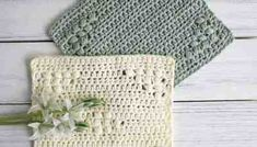 This easy crochet dishcloth pattern with matching hand towel is so simple, it works up quick and makes an amazing free crochet dishcloth gift! Diy Crochet Dishcloth, Crochet Placemat Patterns, Ribbed Crochet, Easy Crochet, Free Crochet, Crotchet, Potholder Patterns, Blanket Crochet, Stitch Patterns