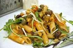 Vegane Nudeln alla Puttanesca. Schnell und lecker zubereitet.
