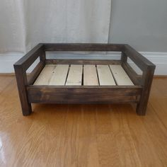 Do It Yourself (Do It Yourself) Home Safety – Simple For The Newbie - Cozy Cama Pet Beds. Our pet beds combine the beauty and dur - Rustic Dog Beds, Wood Dog Bed, Pallet Dog Beds, Diy Dog Bed, Diy Bed, Dog Bed From Pallets, Pet Beds Diy, Rustic Dog Houses, Raised Dog Beds