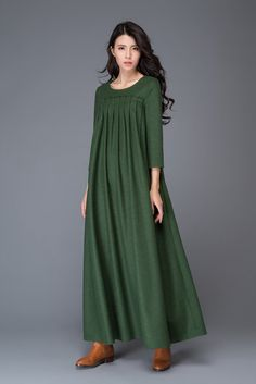 This Green dress Wool dress winter dress maxi dress womens is just one of the custom, handmade pieces you'll find in our dresses shops. Abaya Fashion, Muslim Fashion, Fashion Dresses, 50 Fashion, Fashion Styles, Vestidos Gg, Winter Dresses, Dress Winter, Winter Maxi