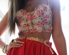 This summer take the cropped tops trend which ruled at the designer runway shows to the next level by wearing bustier tops. Look Fashion, Teen Fashion, Fashion Beauty, Womens Fashion, Fashion Clothes, Big Fashion, Dress Fashion, Estilo Floral, Summer Outfits