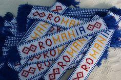 Semn de carte Romania, cusut manual pe etamina 1 Decembrie, Friendship, Projects To Try, Butterfly, Traditional, Horsehair, Bookmarks, Cross Stitch, Mini Cross Stitch