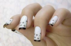 day 7 . BLACK AND WHITE nails | Índice do desafio! Foto meio… | Flickr